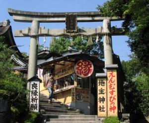 jisyu soumon 300x248 【初詣】関西地区で縁結びにご利益のある神社は?地図やアクセス経路