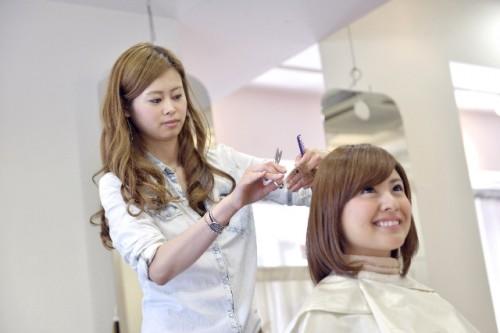 51d9eda089610ab0facb3dd8457b197f s 500x333 成人式に女性がスーツで出席するメリットと話題の髪型ラプンツェル!