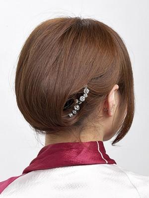 image004 300x400 袴に似合う卒業式の髪型セミロング編|黒髪で清楚に決めるには?