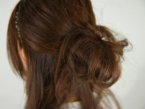 image0041 300x225 卒業式の袴に似合う髪型ミディアム|編み込みやサイドアップの手法