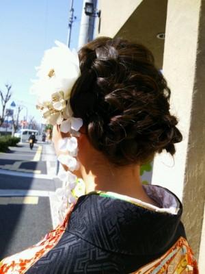 image008 300x400 袴に似合う卒業式の髪型セミロング編|黒髪で清楚に決めるには?