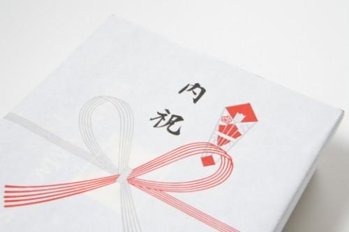 uchiiwai 500x332 内祝いとは?入学祝いにお返しは必要?渡す時期やマナーのしの書き方