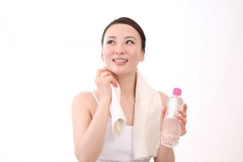 03d0748bbf54f776b0bce7c3d04f1563 s 500x333 ダイエットを促進するお風呂上がりのストレッチ5選|効果やタイミングは?