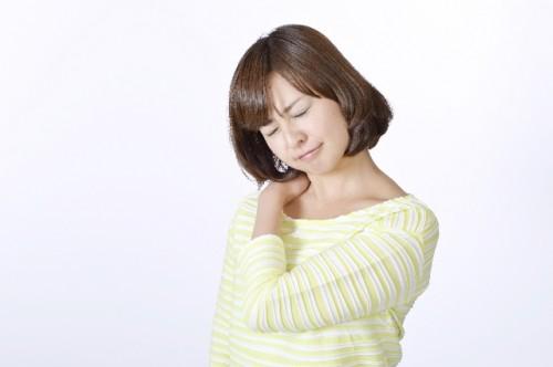 07bfb06d377c575bc8b12bfd77a13794 s 500x332 肩こりによく効くヨガのポーズをご紹介♪実践者の効果や口コミは?