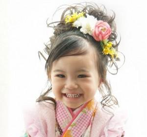 sp hair 3y 03 300x280 【七五三】3歳の女の子におすすめの自宅で作れる簡単ヘアスタイル