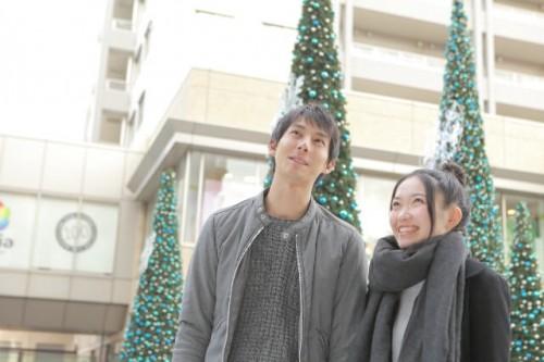 a6a2c980ea7ee2a77823b9f3e9122861 s 1 500x333 【クリスマスデート】彼氏が喜ぶ20代女性服装コーデと注意点まとめ