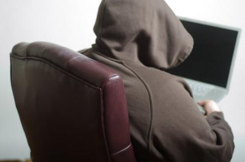 b4fe9306bdd87c33f3290e43369d2f18 s 500x331 元彼がストーカーになりそうで怖い!ストーカーの心理状況と対策の仕方