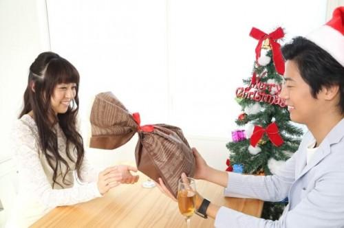 20141018130226 125S 1 500x332 嫁へのクリスマスプレゼント予算相場と3000円、5000円人気アイテムまとめ