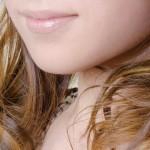 唇がカサカサヒリヒリ痛い!リップを付けても治らない時の原因と対処法