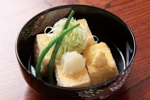 c4309ce040430d1219283bc7358d4ce0 s 1 500x333 賞味期限が一週間過ぎた豆腐のおいしい食べ方|捨てる時の目安は?