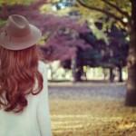 秋服はいつから?先取りファッションのコツと便利な秋物アイテム