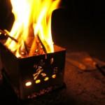 自作でコストダウン!焚き火台テーブルの作り方と焚き火に便利なグッズをご紹介♪