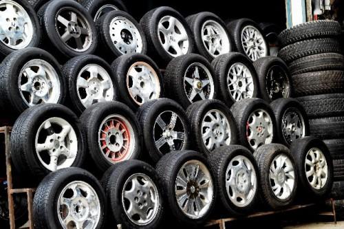 227 500x333 スタッドレスタイヤの価格相場|ノーマルタイヤとの違いと夏場装着する際の注意点