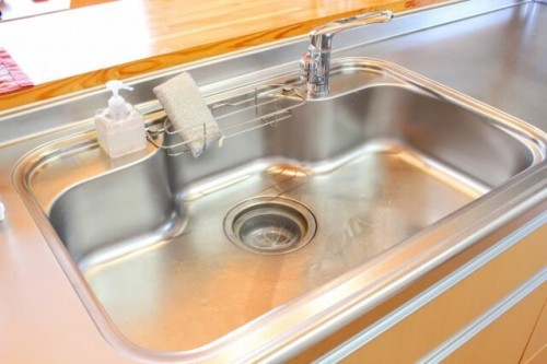 113 500x333 ステンレスの流し台をピカピカに!キッチンの周りの錆を簡単に落とす方法