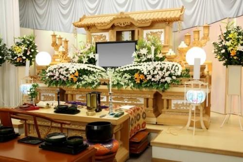 16 500x333 義理の父母の葬儀|マナーや香典の相場は?喪主にかける言葉は?