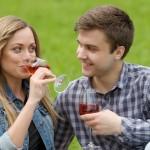 お酒を飲むと酔っていないのに顔が赤くなるのは強い証拠?顔が赤くなる原因と対策