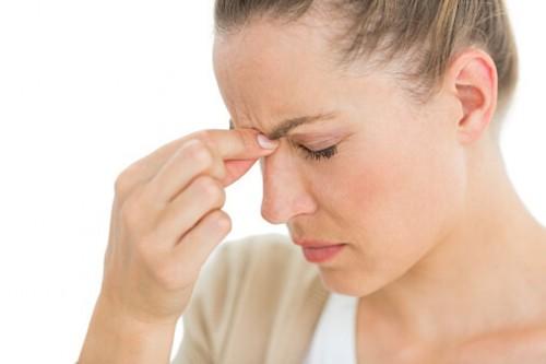 216 500x333 眼鏡のかけ過ぎで鼻が痛くなった時の対処方法!皮膚が赤くかぶれた時は?