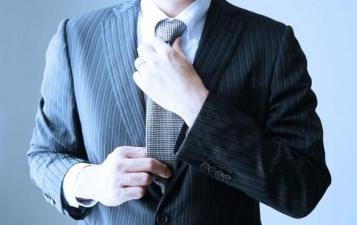 image003 500x315 成人式のスーツ!男性は何色が人気?マナーとかっこいい着こなし術