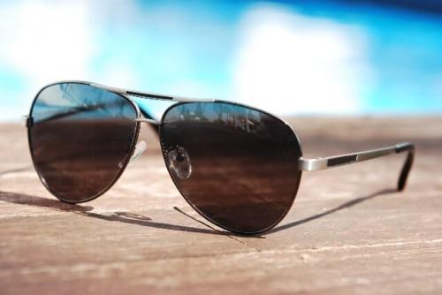 1 11 500x334 顔の形からメンズ・サングラスを選ぶ方法!調光レンズと変更レンズの違いは?