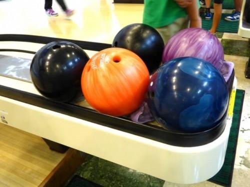 1 11 500x375 「ボウリング」ボールの選び方|自分にあった重さと指穴の見分け方とは?